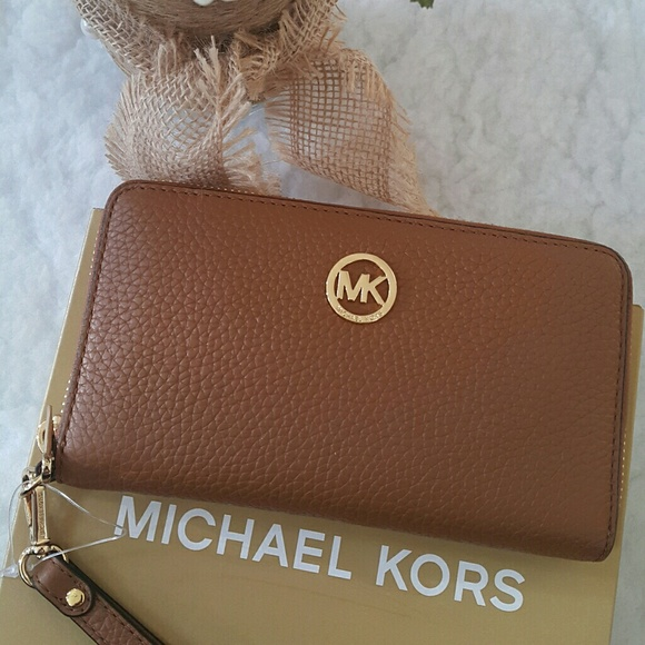 fbc052f65e697e michael kors Bags   Phone Case Wallet   Poshmark
